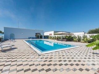 4 bedroom Villa in Posto Rosso, Apulia, Italy : ref 5627197