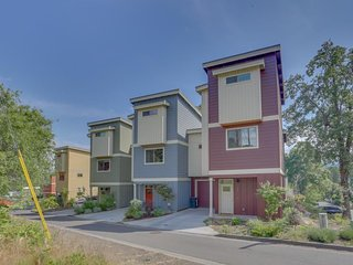 Modern townhome with downtown location near hiking, river, biking, and more