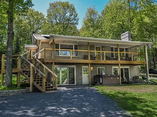 Lake views, private dock, 5 minutes to DCL State Park!