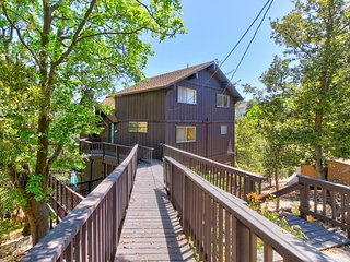 NEW LISTING! Peaceful house with large deck with lake views and private hot tub