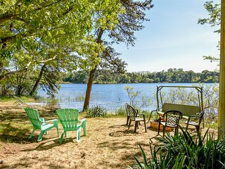 #410: PRIME location! Studio cottage with everything for a perfect getaway!