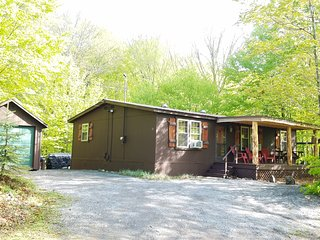 3 min to Downtown Old Forge! Sandy Beach Access. Ideal Location w/Dead-End. BR