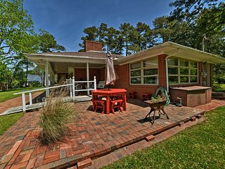 NEW! 1950s-Style House w/ Dock on Newport River!