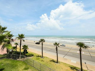 NEW LISTING! Oceanfront condo w/shared pool, hot tub & private balcony