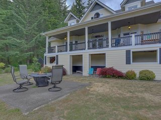 Spacious & secluded home w/ game room, deck, 2 kitchens, & great gorge views!