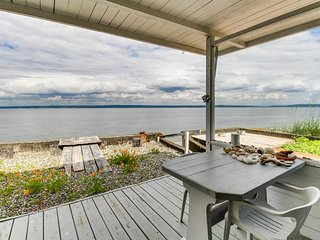 NEW LISTING! Stylish seaside home w/easy beach access, free WiFi, and views!