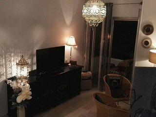 Studio apartment 133 m from the center of Seville with Internet, Air conditionin