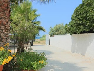 Biancospino holiday home facing the sea in Sant'Isidoro