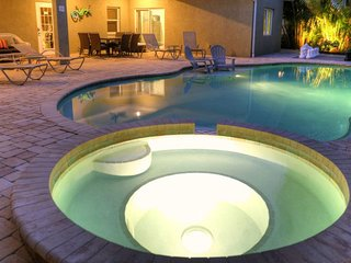 LUXURY GROUND LEVEL POOL HOME WITH SPA, STEPS TO THE BEACH!