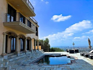 NEW! Hollywood Hills View Estate With A Guesthouse. Sleeps 1 To 14.