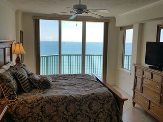 Luxurious Beachfront W/ Jacuzzi Tub & Awesome Views of the Ocean DTT #1108