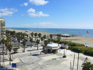 1 bedroom Apartment with WiFi and Walk to Beach & Shops - 5050605