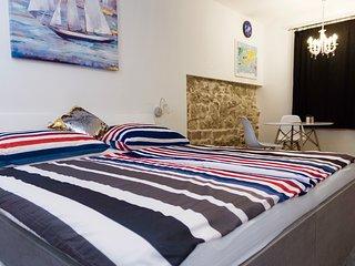 Luxury Studio Apartment 2 near Palace & Beach