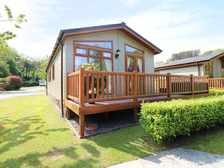 POPPY LODGE, near Wisemans Bridge, Pembrokeshire Coast National Park, open-plan