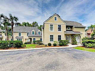 Renovated 2BR Villa w/ Lagoon Views at Shipyard Plantation—Near Beach & Golf