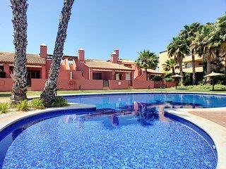 End house, free wifi, large terrace, communal pool.