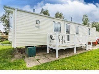 6 berth caravan at Hopton Haven Holiday Park, in Great Yarmouth. REF 80094SR