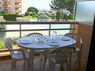 1 bedroom Apartment with Pool, WiFi and Walk to Beach & Shops - 5051675