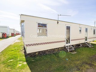 8 Berth Caravan in Kessingland Holiday Park, Lowestoft Ref:90040 Seaview