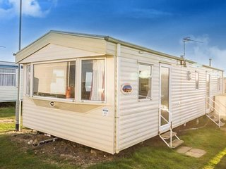 8 Berth Caravan in Kessingland Holiday Park, Lowestoft Ref: 90043 Seaview
