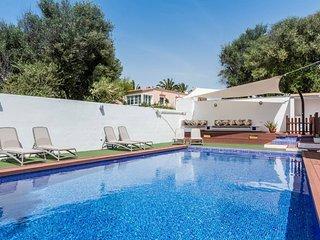 Villa con  piscina vallada para la seguridad de los ninos. A 300 m de la playa.