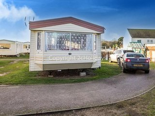 8 Berth Caravan in Kessingland Holiday Park, Lowestoft Ref: 90044 Seaview