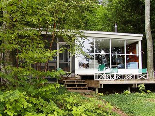 1938 Lakeside Cottage - Big Glen Lake Waterfront, Historic 30's Modern Cabin