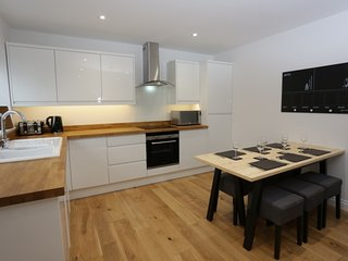BOURNECOAST: 3 bedroom refurbished flat with parking and garden - FM6044