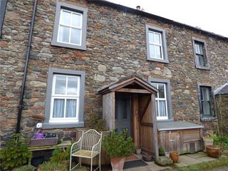 Cosy 2 bedroom cottage in small village situated on Hadrians wall path.