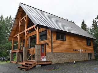 Cozy, new chalet with space for a family, nice views, and great location