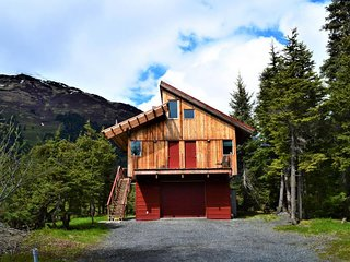 NEW LISTING! Spacious 3-level cabin w/private hot tub, mountain & glacier views