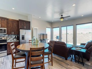 NEW LISTING! Comfortable Moab condo w/patio & views-close to Arches & downtown