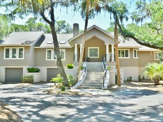 NEW LISTING! Upscale home w/deck, pool table & shared pool, beach club & more