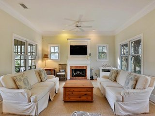 NEW LISTING! Charming family-friendly home w/shared tennis court, screened porch