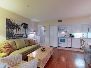 NEW LISTING! Cozy condo w/free WiFi, steps to beach - one mile to golf & tennis