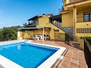 Chalet luxe avec piscine vue sur mer idéal jeunes