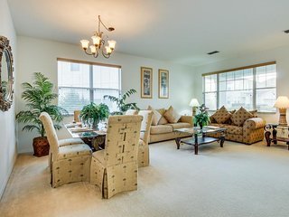 Elegant home with private pool & more - 6 miles from Disney! Snowbirds welcome!