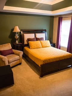 Secondary Queen bedroom w/40 inch TV Bedroom #3