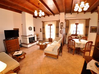 Penthouse Villa Apartment 450 m from Ag. Gordios beach W Corfu (4-6 p.)