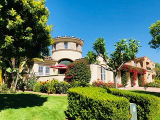 3.5K SQFT Luxury Castle in 12K SQFT Beautiful Garden & Yard/30 min to Disneyland