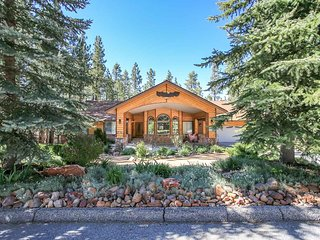 EAGLE VALLEY ESTATE - 6 Bedroom Cabin w 2 Masters & Incredible Garden Decks