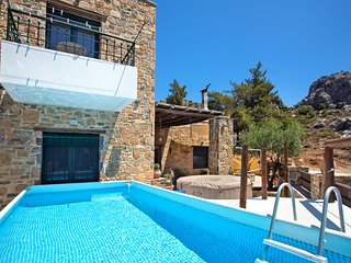 VILLA  LATO- Private pool  jacuzzi  and yard