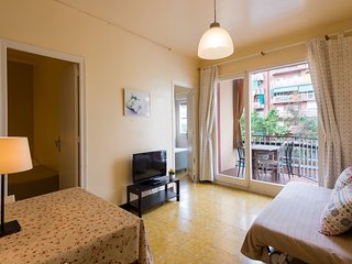 SANTS AREA, LIFT, BALCONY, CALM, BRIGHT, METRO L1-L5, 3 BEDROOMS