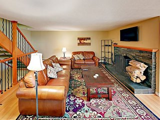 Ski-In/Walk-Out 3BR w/ Pool & Hot Tub, Overlooks the 4 O'Clock Run, Near Lift