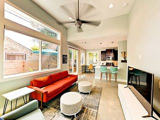 Brand-New East Austin 2BR/2.5BA - Walk to Hike-and-Bike Trail, Rainey Street