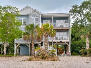 Walk to Ocean Crest Pier! 4BR w/ Ocean Views, 4 Private Decks & Boat Parking