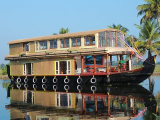 Adinathan 3 bedroom houseboat with all meals