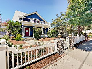 Charming 4BR Hillcrest Craftsman w/ Fenced Yard / 5 Mins to Parks & Downtown
