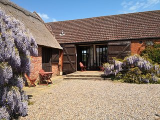 Peaceful barn conversion on working farm in Broads National Park