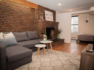 A+ Location in Chelsea - Stunning 4BR Loft in a buzzing cultural center of town.